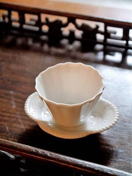 Q70寬口瓷菊辬杯-2.JPG