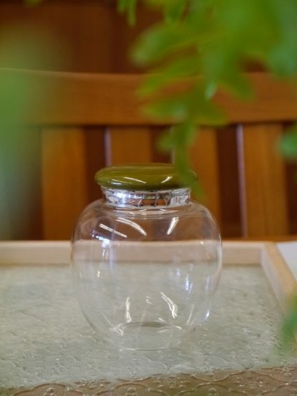 b43綠瓷蓋玻璃茶罐-1.JPG