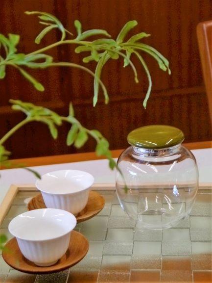 b43綠瓷蓋玻璃茶罐-2.JPG