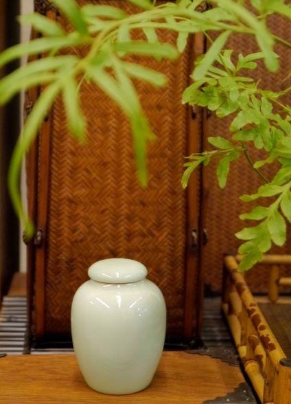 青綠釉色小茶罐-1.JPG