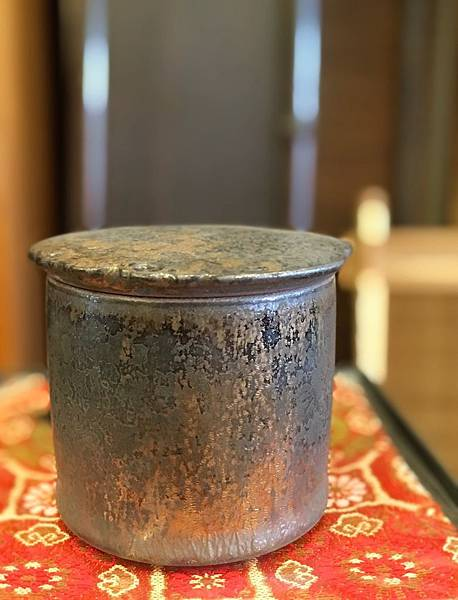 康嘉良墨金小茶罐A6-2.jpg