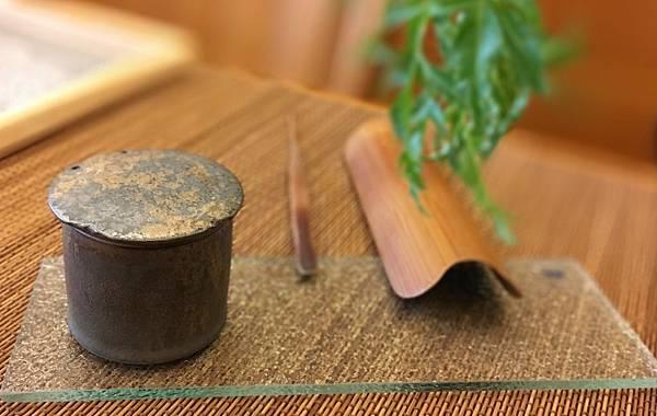 康嘉良墨金小茶罐A6-1.jpg