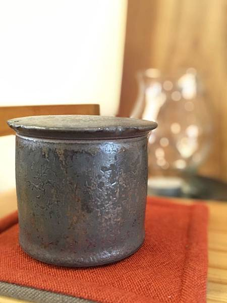 康嘉良墨金小茶罐A6-5.jpg