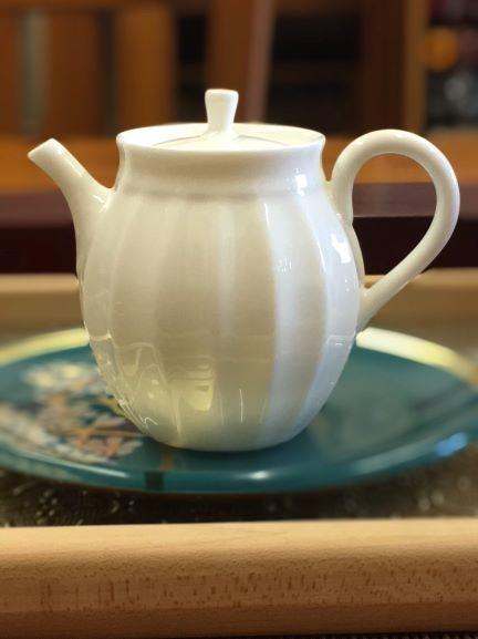 花邊瓷壺-2.jpg
