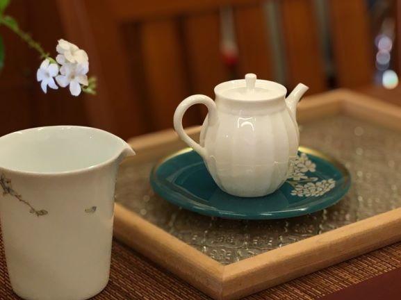 花邊瓷壺-3.jpg