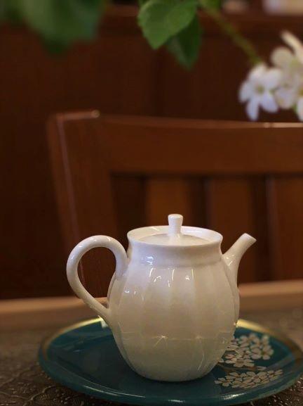 花邊瓷壺-1.jpg