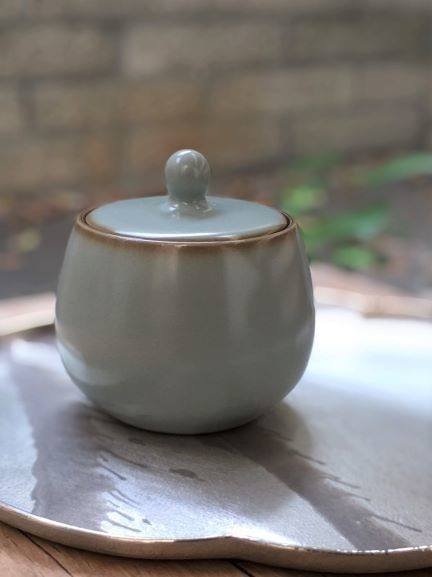 汝窯小圓茶罐-2。.jpg