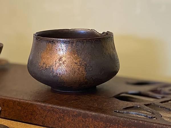 A17康嘉良墨金茶碗水方-1.jpg