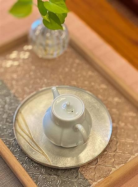 柿形瓷壺-5.jpg
