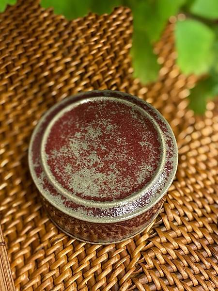 斑紅小席罐-2.jpg