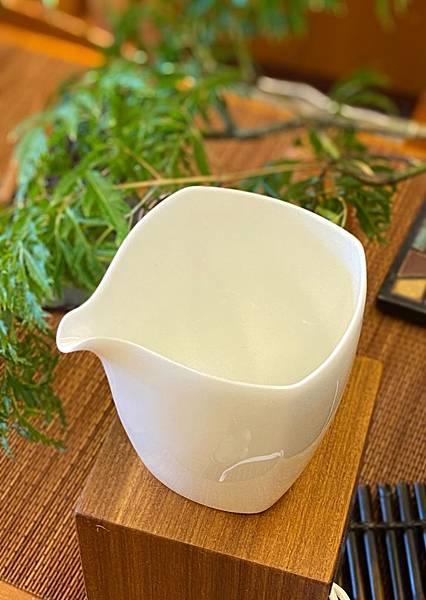 四方瓷白茶盅-2.jpg