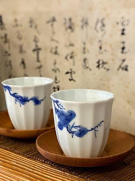 手繪松枝紋青花杯-1.jpg
