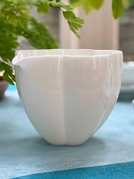 瓷白花形茶盅-4.jpg