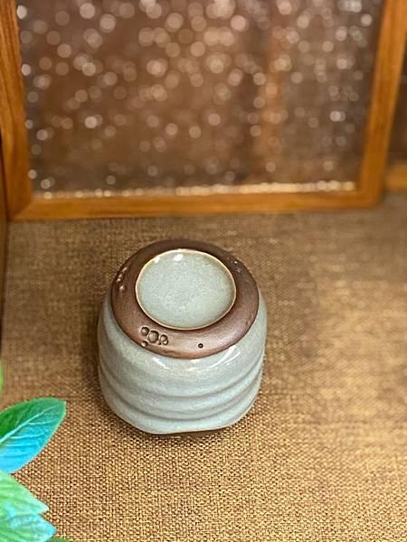 A46冰青蝕洞茶罐-4.jpg