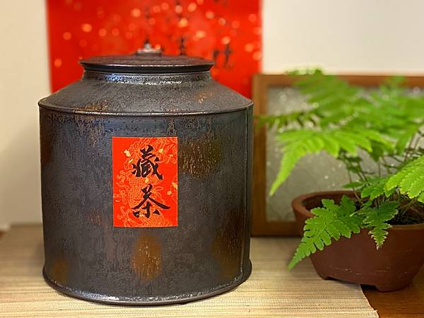 A51康嘉良墨金二斤陶茶罐-1.jpg