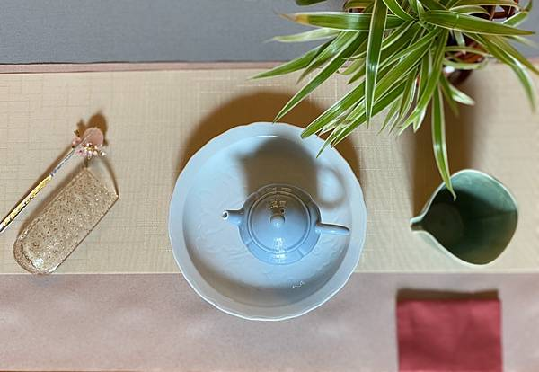 日本刻花白瓷盤-2.jpg