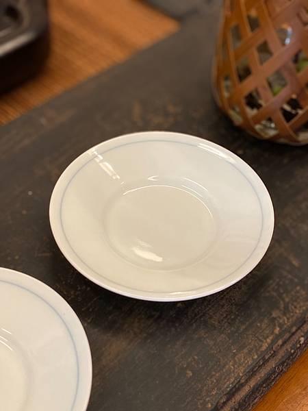 青線瓷小杯托-4。.jpg
