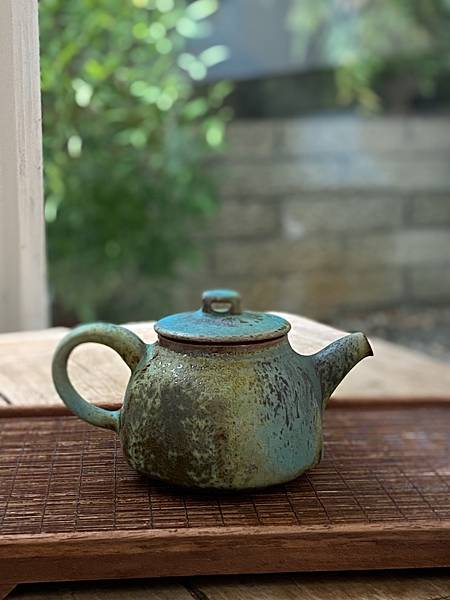 e22吳嘉倍正把茶壺-3。.jpg