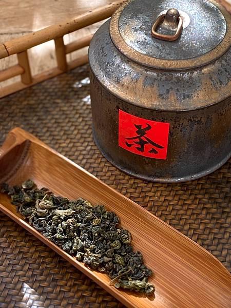 108冬六龜金萱生態茶.jpg