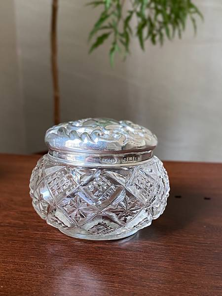 e85英國純銀蓋老玻璃瓶-1.jpg