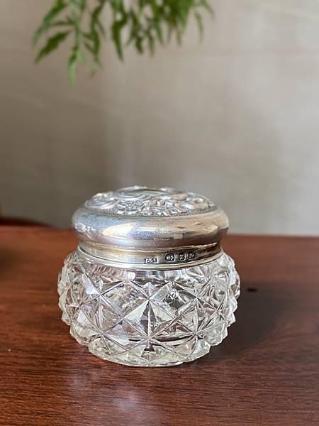 e86英國純銀蓋老玻璃瓶-1.jpg