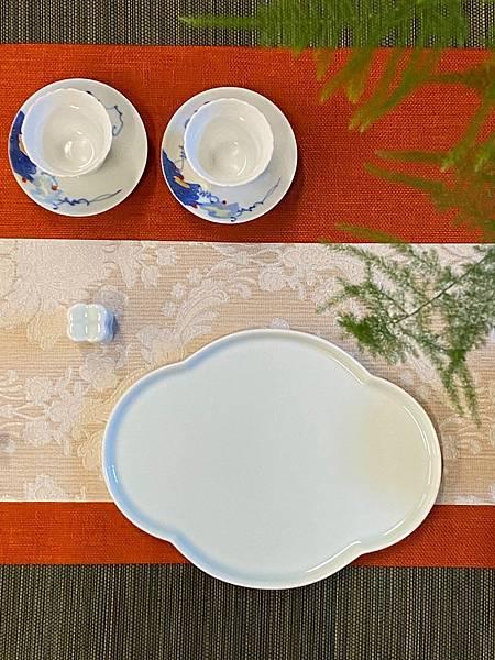 淡青花形瓷盤-1.jpg