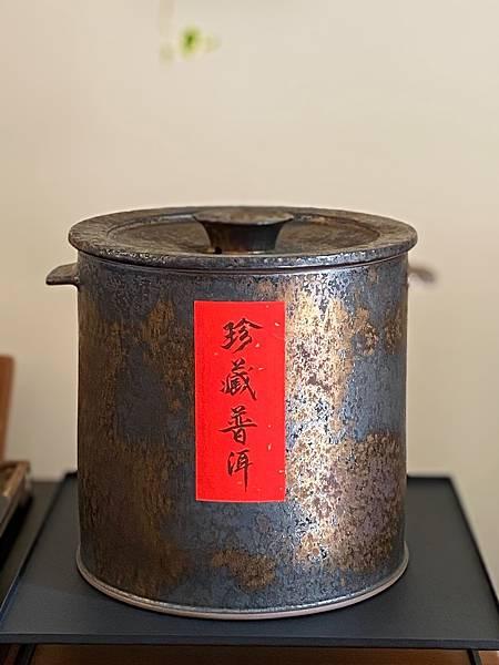 A72康嘉良墨金普洱茶罐-1.jpg