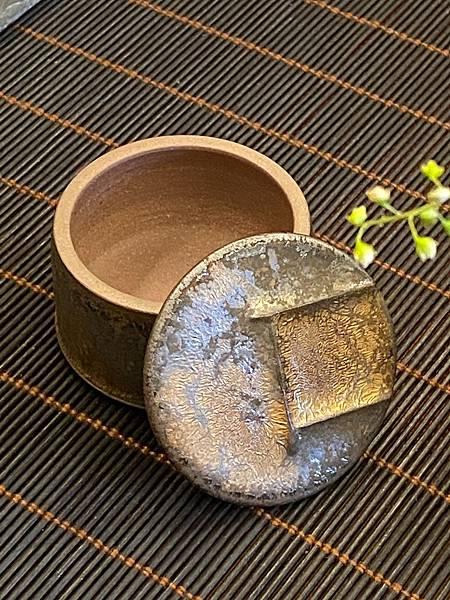 A78康嘉良墨金小茶罐-4.jpg