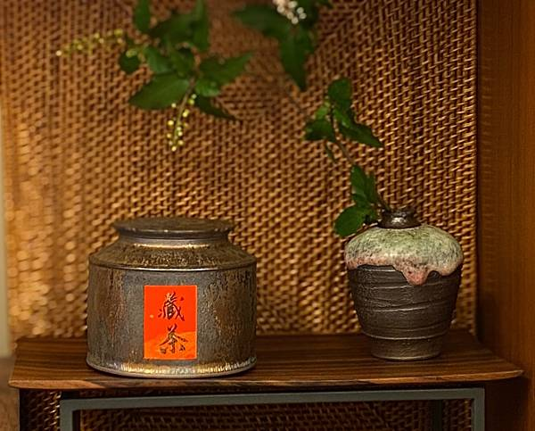 A80康嘉良墨金四兩茶罐-1.jpg