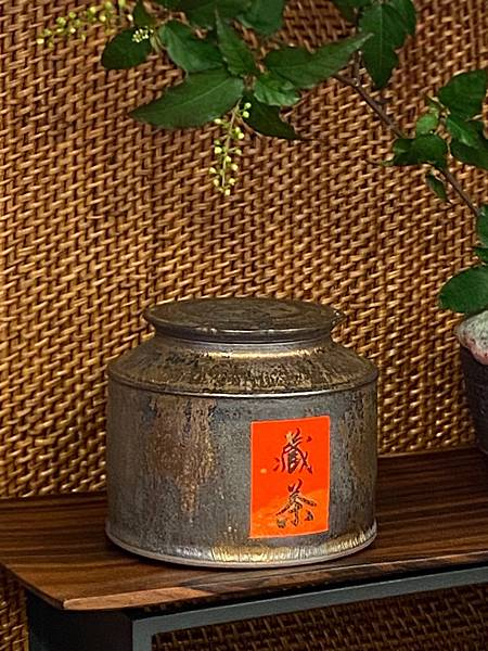 A80康嘉良墨金四兩茶罐-2.jpg
