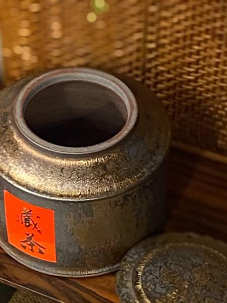A80康嘉良墨金四兩茶罐-5.jpg
