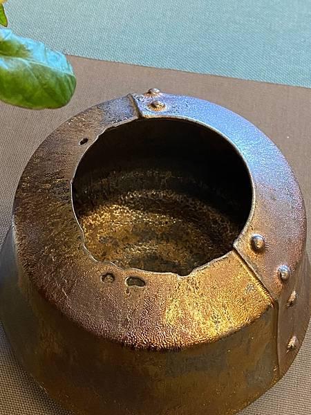 A81康嘉良墨金造形水方花器-2.jpg