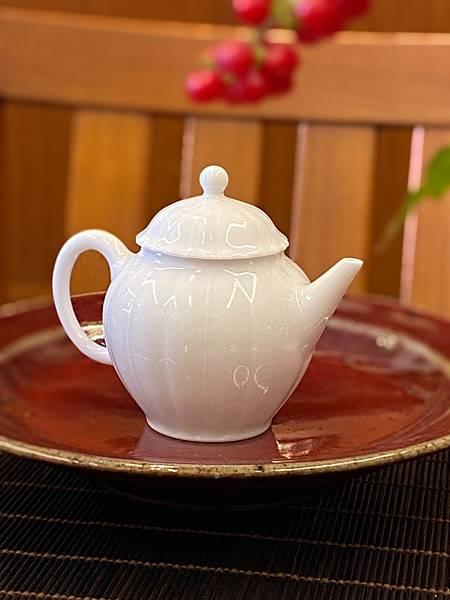 花形小瓷壺-1.jpg
