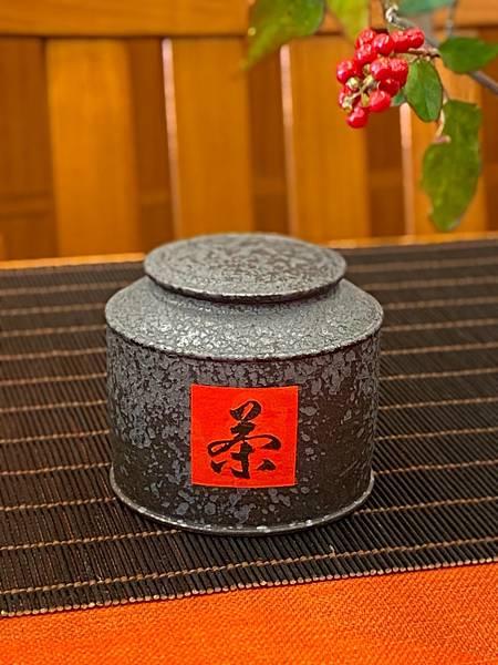 A82康嘉良創作茶罐-1.jpg