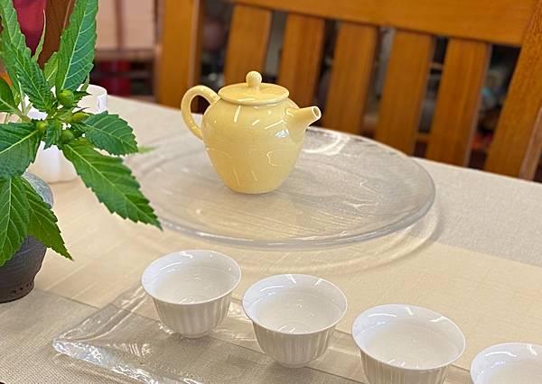 鵝黃釉色瓷壺-2.jpg