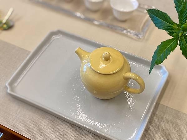 鵝黃釉色瓷壺-5.jpg