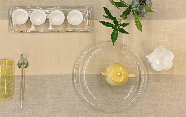 淺米黃格紋防水茶巾-2.jpg