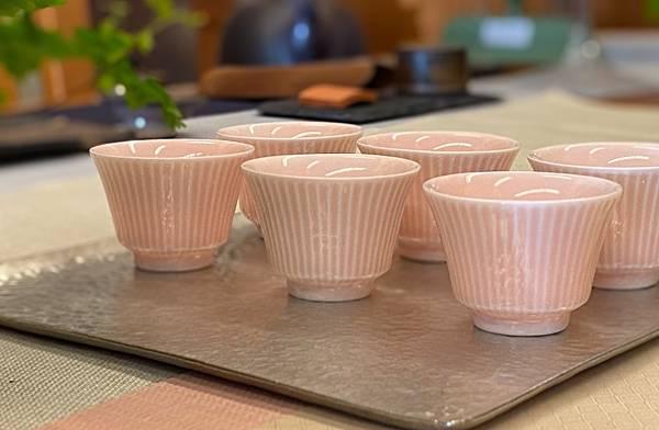 粉紅釉色瓷杯-1.jpg