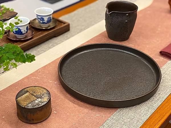 e58日本黑釉壺承-4.jpg
