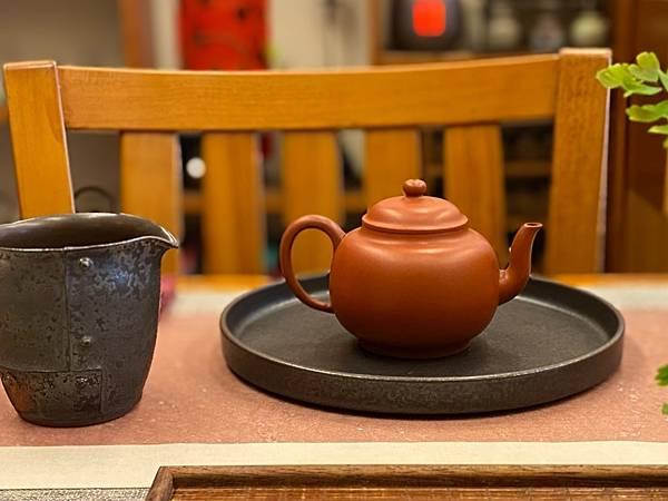 e58日本黑釉壺承-3.jpg