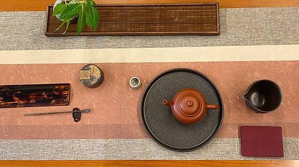 e58日本黑釉壺承-2.jpg