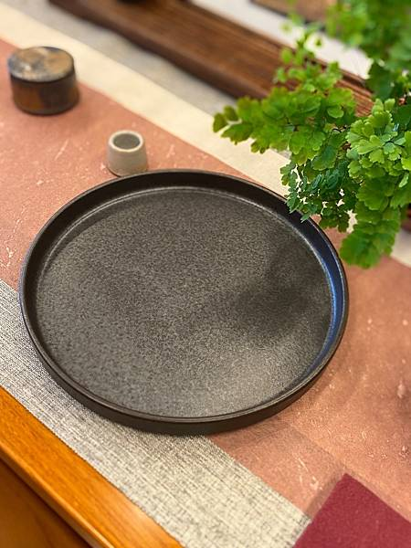 e58日本黑釉壺承-1.jpg