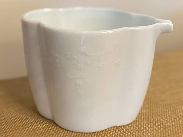 梅浮雕瓷茶盅-3.jpg