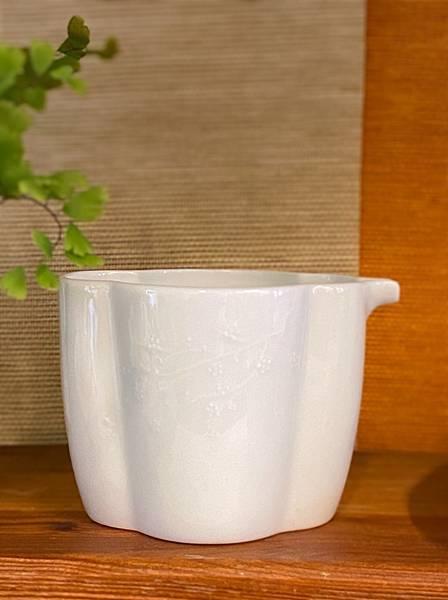 梅浮雕瓷茶盅-1.jpg