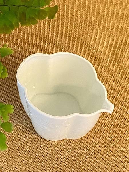 梅浮雕瓷茶盅-4.jpg