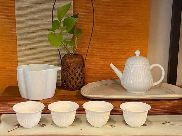 梅浮雕瓷茶盅-2.jpg