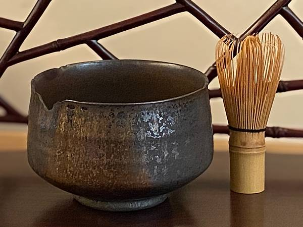 A90康嘉良墨金茶碗。水方-2.jpg