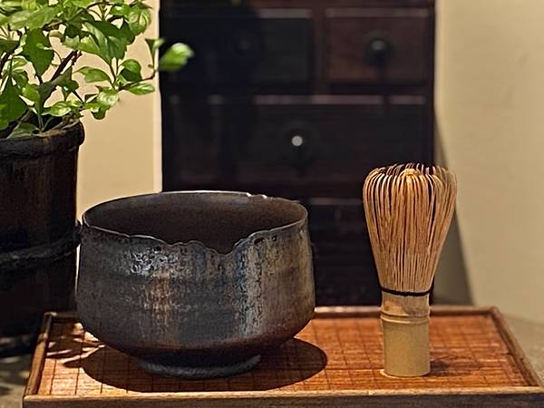 A90康嘉良墨金茶碗。水方-6.jpg