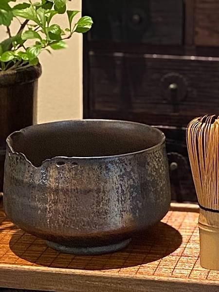 A90康嘉良墨金茶碗。水方-4.jpg