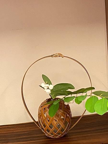 小圓高提把竹編花器-4.jpg